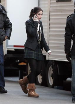 Мишель Трахтенберг, фото 4454. Michelle Trachtenberg On the Gossip Girl Set - NYC - December 13, 2011, foto 4454