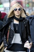 Fearne Cotton shopping in London 15th December x10