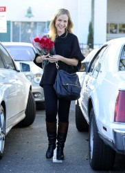 Джули Бенц, фото 1130. Julie Benz leaving the Bristol Farms Market in Beverly Hills, january 17, foto 1130