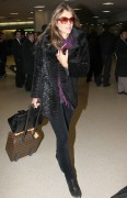 Элизабет Харли, фото 2313. Elizabeth Hurley arriving to Newark Airport in New Jersey, January 23, foto 2313