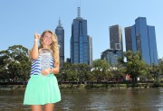 Виктория Азаренко, фото 188. Victoria Azarenka Posing with the Australian Open Trophy along the Yarra River in Melbourne - 29.01.2012, foto 188