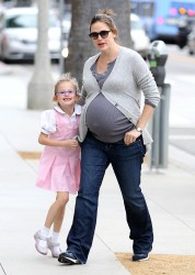 Дженнифер Гарнэр, фото 8397. Jennifer Garner and Violet out for a snack in Santa Monica, february 7, foto 8397