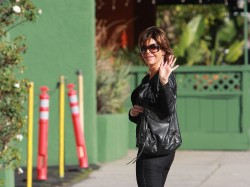 Лиза Ринна, фото 848. Lisa Rinna runs some errands (Feb 17), foto 848