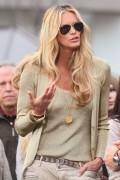 Эль Макферсон, фото 1064. Elle MacPherson at The Grove to appear on the programme 'Extra', february 20, foto 1064