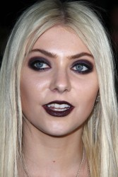 0156c4179710397 Taylor Momsen   Launch Party for Abbey Dawn By Avril Lavigne (March 13) x39